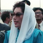 Benazir Bhutto, the Prime Minister of Pakistan, speaks to the press upon her arrival for a  state visit. Photo: By SRA Gerald B. Johnson, United States Department of Defense (DefenseImagery.mil, VIRIN DF-SC-91-09102) [Public domain], via Wikimedia Commons