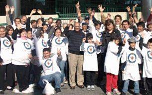 Tufail Ahmad with a team of volunteers
