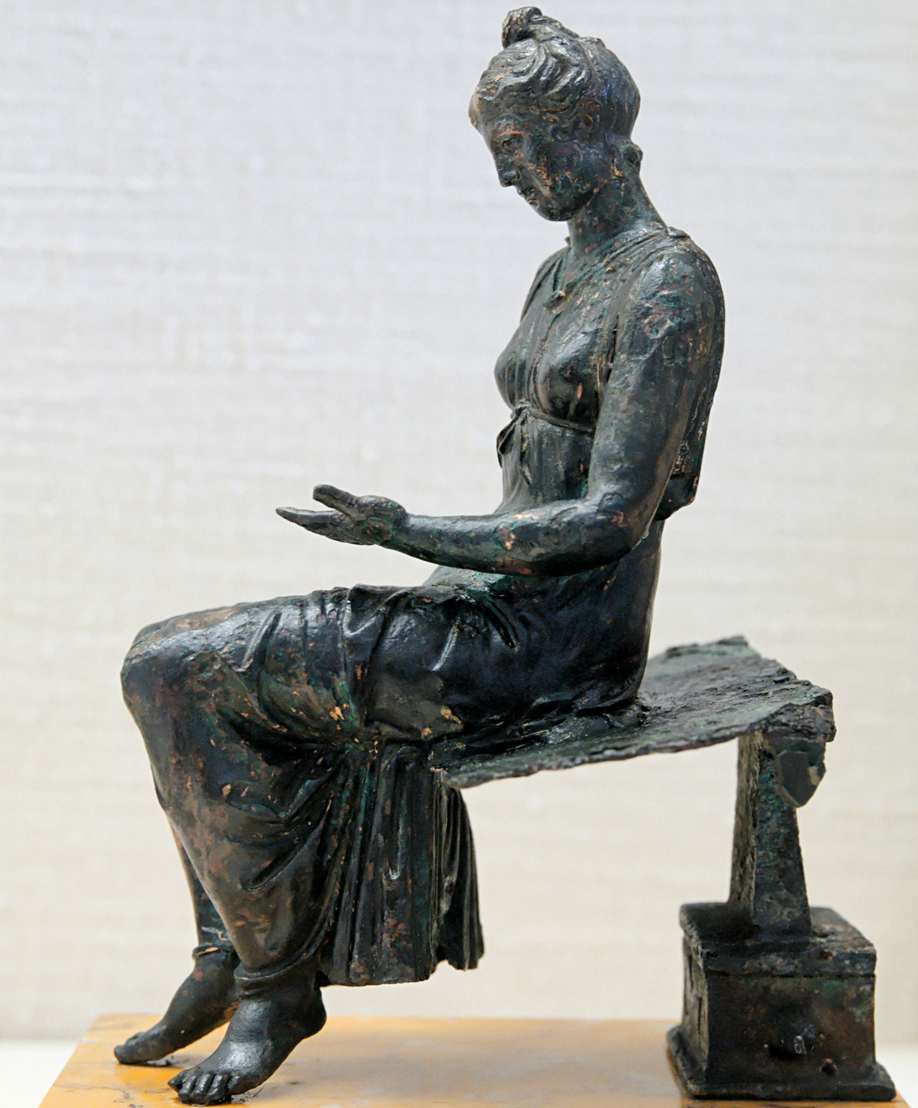 Bronze statue of a young girl reading  Photo: Unknown Français: Anonyme (Marie-Lan Nguyen (User:Jastrow), 2008-04-11) [CC BY 2.5 (http://creativecommons.org/licenses/by/2.5)], via Wikimedia Commons