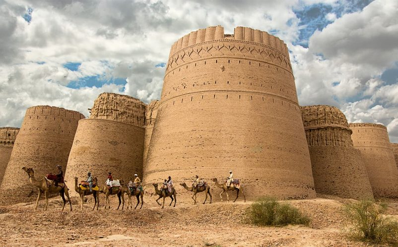 Derawar Fort in Bahawalpur, Punjab, Pakistan Photo by Tahsin Shah (Own work) [CC BY-SA 4.0 (http://creativecommons.org/licenses/by-sa/4.0)], via Wikimedia Commons