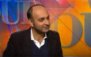 Mohsin Hamid speaking in an interview in PBS News Hour 2013 Photo:Screenshot/PBS